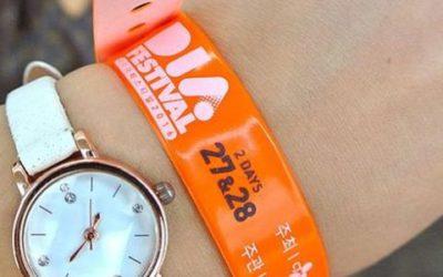 Tours de cou et bracelets personnalisés, des indispensables pour les organisateurs événementiels